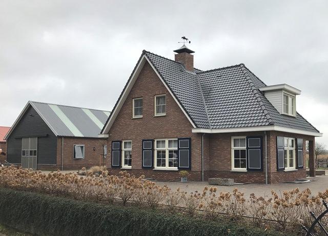plaatje van Nieuwbouw woonhuis met paardenstal in Lienden